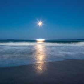 1529169014_Moon on the beach 1