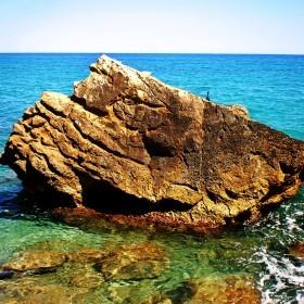 1406295130_piedra en el mar