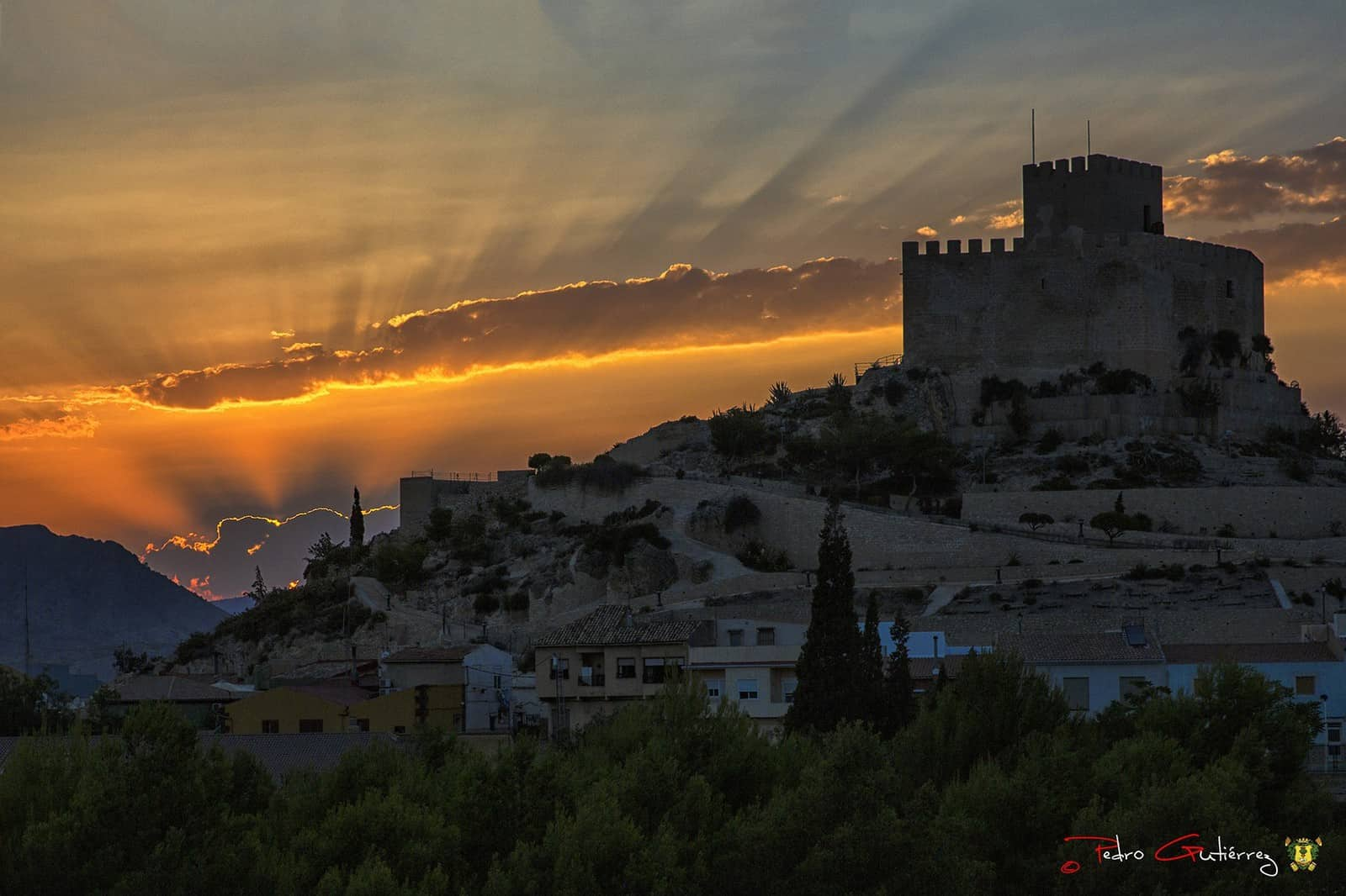 1407005943_Castillo de Petrer