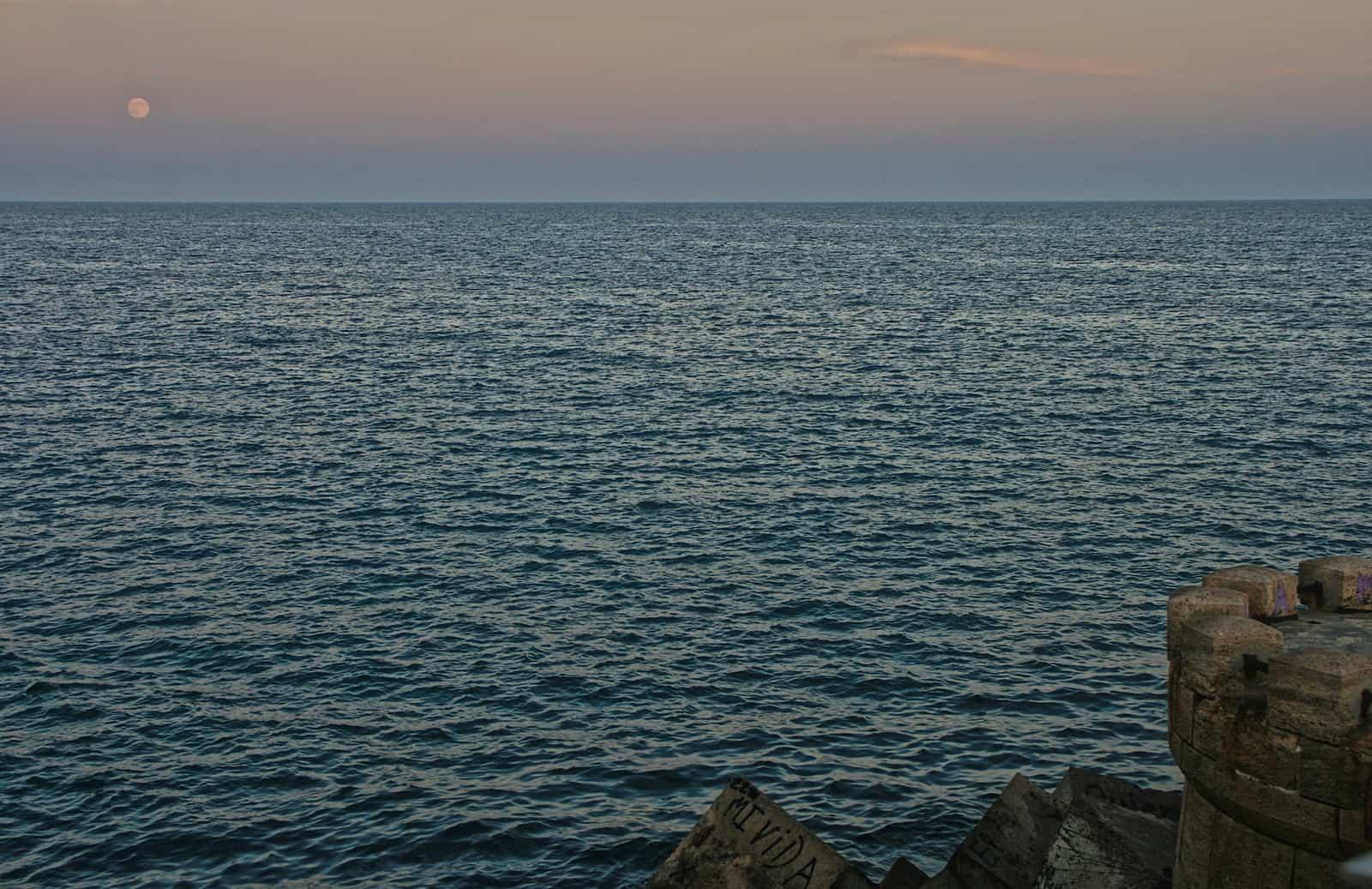 1407714817_luna llena sobre el dique