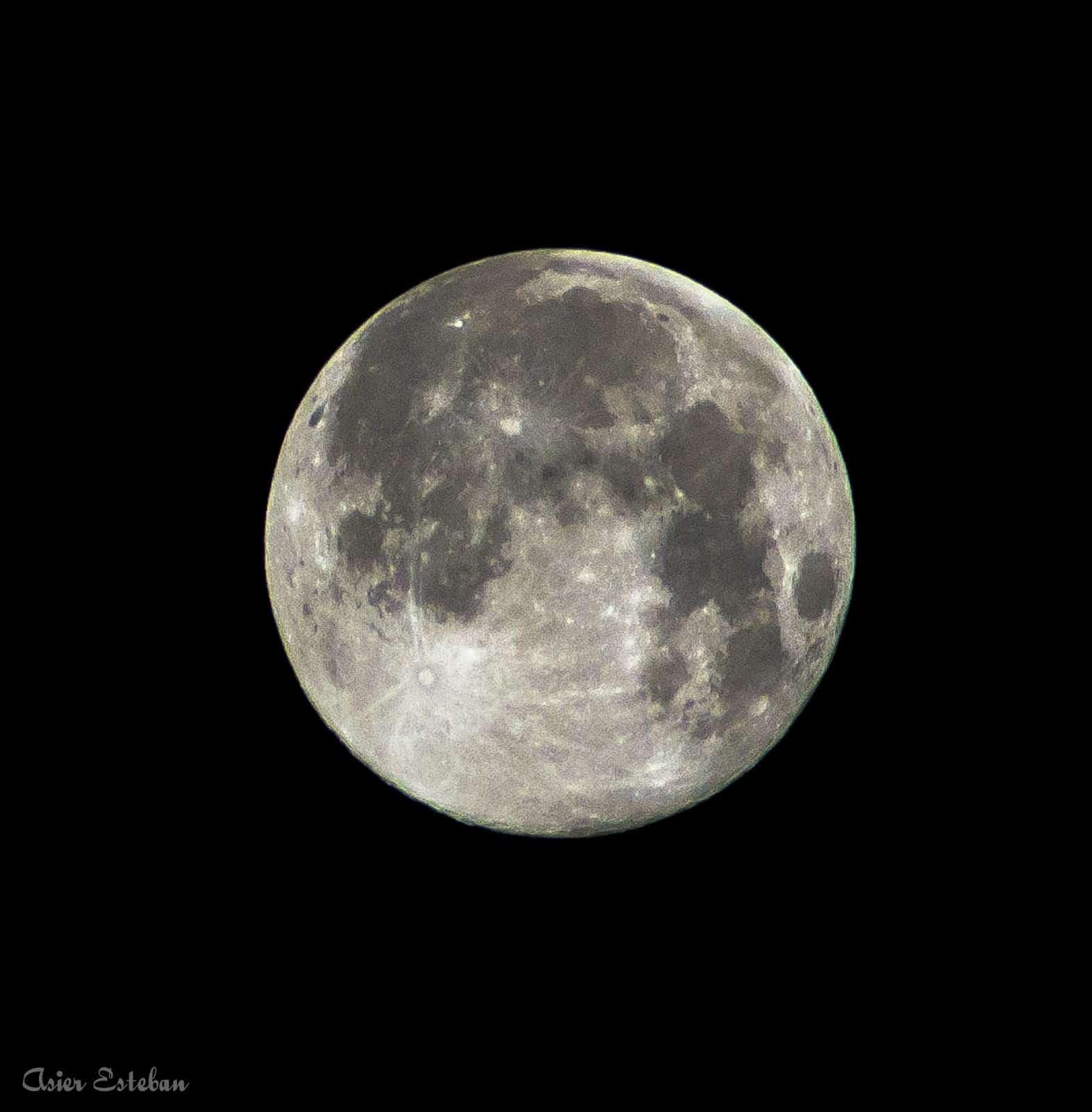 1407747955_Luna en su cénit