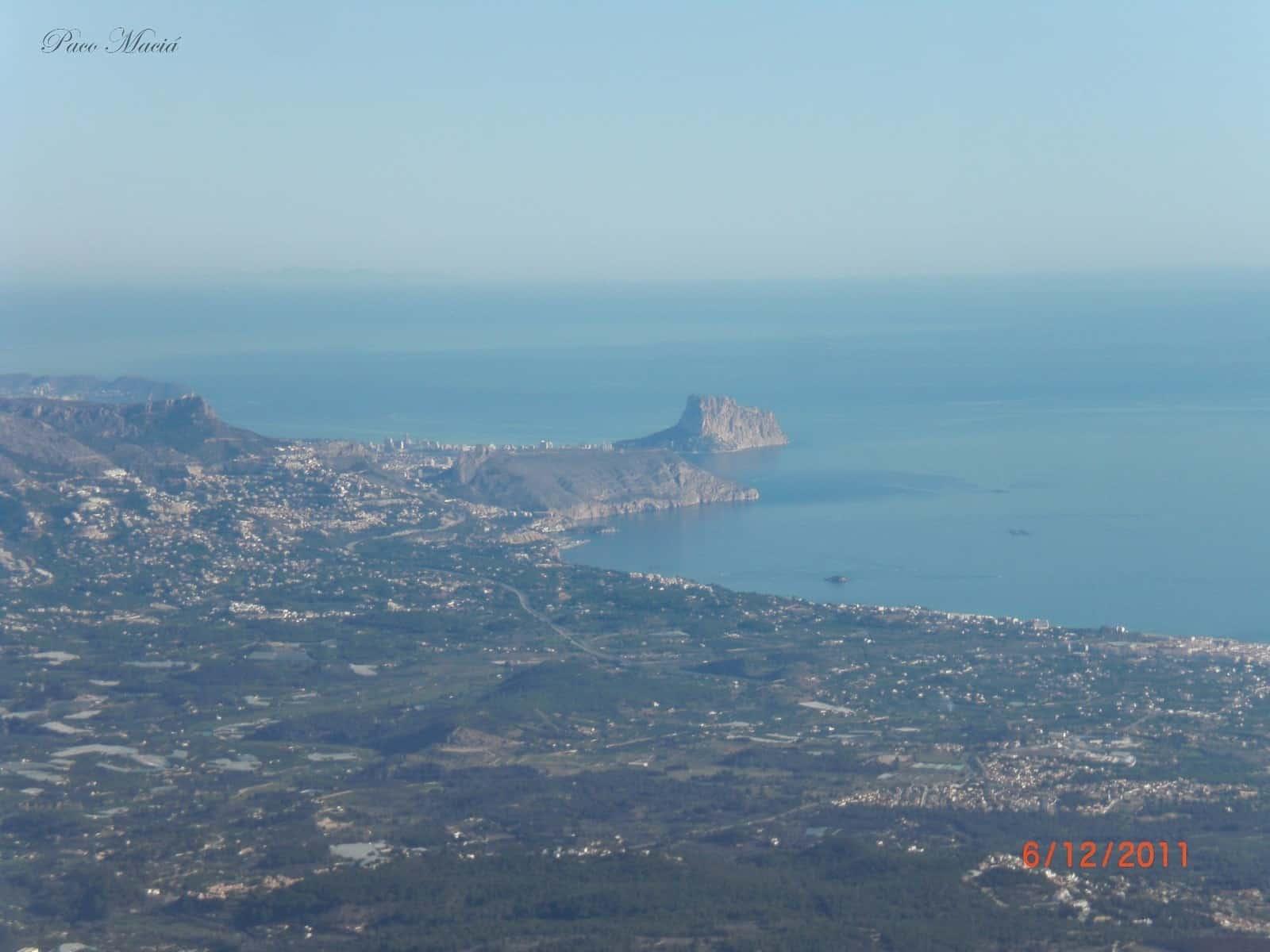 1431104828_El peñón de Ifach desde la cima del Puig Campana.