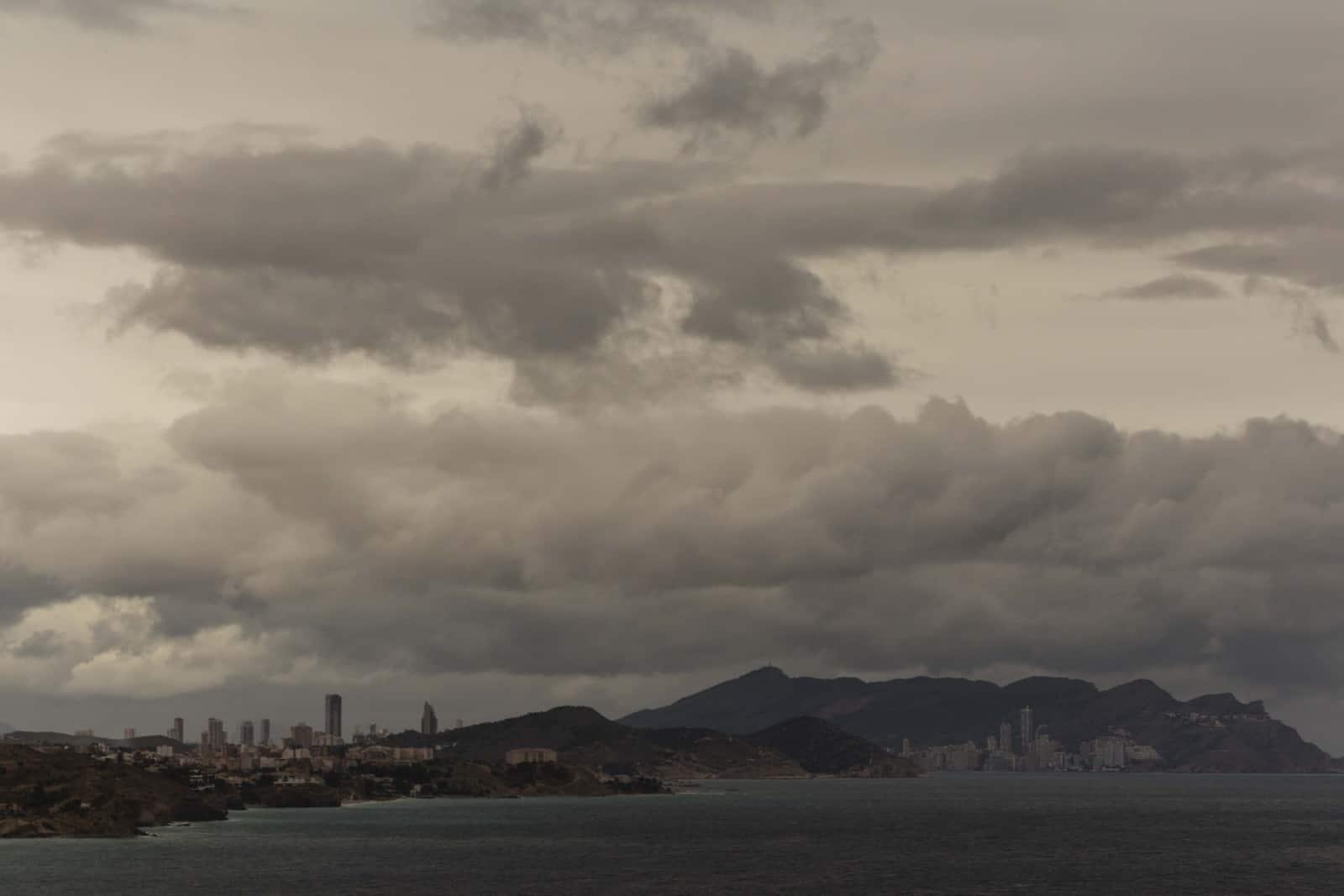 1493310384_nubes y lluvias en Benidorm