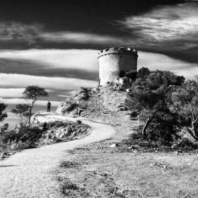 """Música (abrir en nueva pestaña) / Music (Open link in new tab): Miriam Stockley - Wishing On A Star.Una vista de la Torre de la Malladeta de Villajoyosa (Alicante), en un intemporal evocador paisaje que diríase propio de los cuentos de fantasía, como aquel relatado en la mini serie  """"El Décimo Reino"""", que tan virtuosamente combinaba la fantasía, la comedia, el romance y el drama, sin exceso alguno de violencia y que, en su día, tanto disfruté viéndolo con mis hijas :-)Mi página de Facebook-English:A view of the Malladeta Tower in Villajoyosa (Alicante), highlighting in a timeless evocative  landscape that looks like it was taken out of a fantasy fairy tale, such as that recounted in the mini series """"The Tenth Kingdom"""", a wonderful combination of fantasy, comedy, romance and drama, but not too much violence,   the one that I could enjoy watching with my daughters some years ago :-)My Facebook Page.Imagen protegida por Plaghunter / Image protected by Plaghunter© Francisco García Ríos 2018- All Rights Reserved / Reservados todos los derechos.El contenido de estas imágenes no puede ser copiado, distribuido ni publicado por ningún medio, bien sea electrónico o de cualquier otra naturaleza.Su utilización en otras páginas web sin el consentimiento expreso del autor está PROHIBIDO y es sancionable por ley.Cualquiera que quiera usar mis fotografías debe ponerse en contacto conmigo primero para acordar los términos de uso; así pues, para informarse acerca de copias, licencias, utlilización en blogs o cualquier otro uso, por favor, envíe un mensaje o correo electrónico (recesvintus(at)yahoo.es).Gracias.The content of these images cannot be"""
