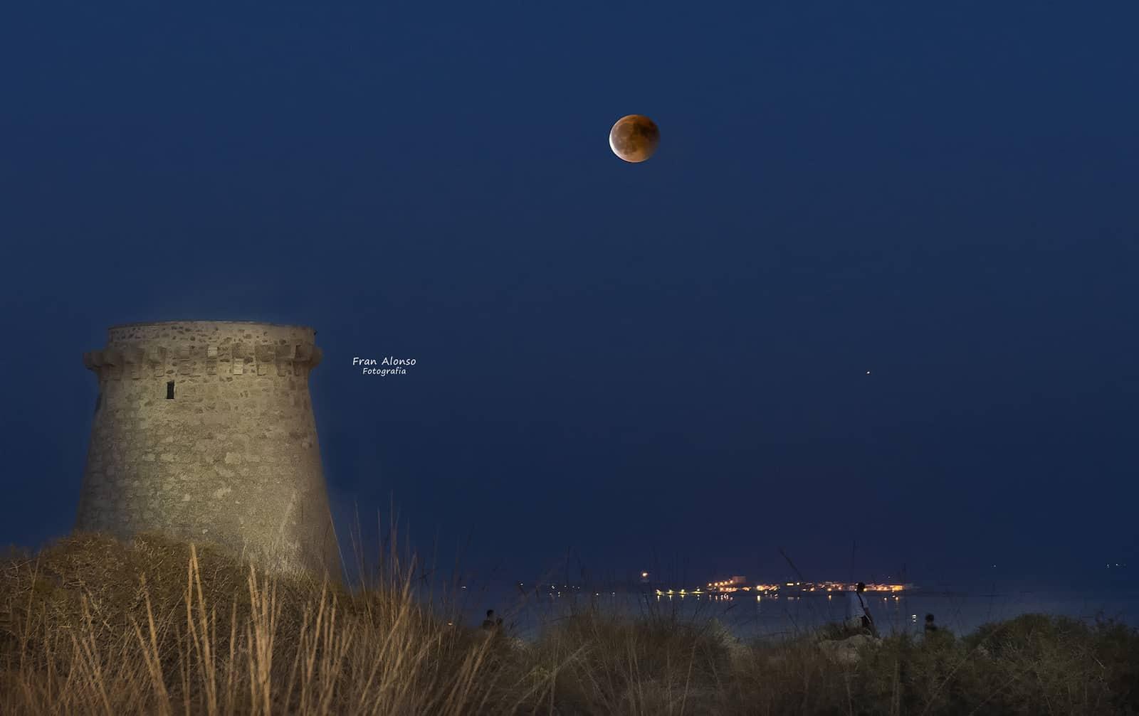 1532818533_luna eclipse moon 2